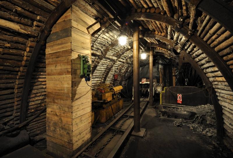 Důlní šachta